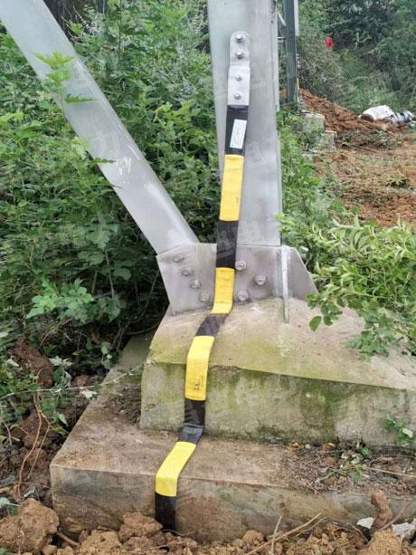 Graphite grounding strap construction